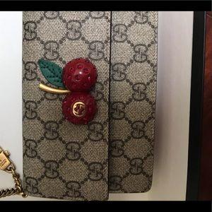Limited edition Gucci mini crossbody purse 👛